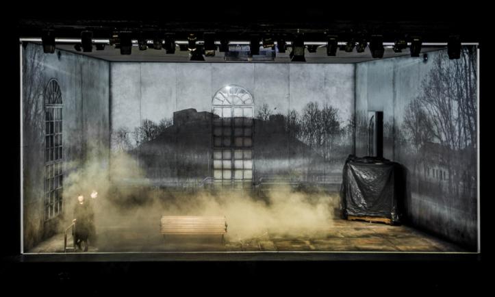 Place Des Héros Thomas Bernhard mise en scène Krystian Lupa © D.Matvejevas : Lithuanian National Drama Theatre photos.png
