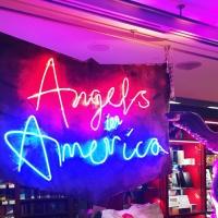 Angels in America, National Theatre, Londres actuellement. Fresque déconcertante, kistch, politique et délicieuse.