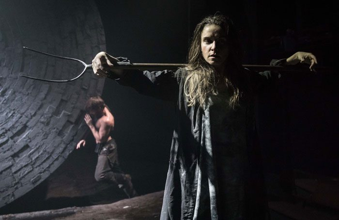 Christian-Cooke-Pony-William-and-Judith-Roddy-Young-Woman-in-Knives-in-Hens-at-the-Donmar-Warehouse-directed-by-Yael-Farber2-700x455