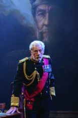12-Ian-McKellen-in-the-title-role-of-KING-LEAR-at-Chichester-Festival-Theatre.-Photo-Manuel-Harlan_DR2-31-238x357