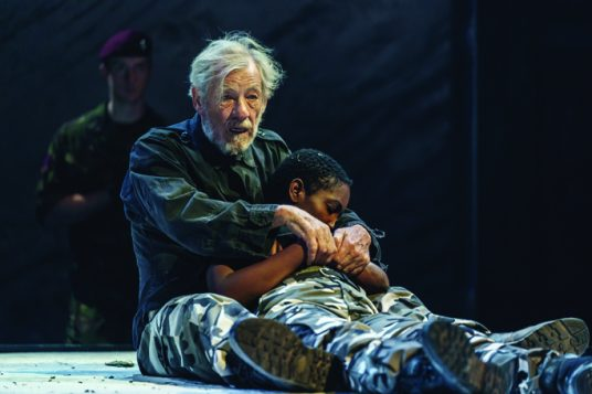 14.-Ian-McKellen-Lear-Tamara-Lawrance-Cordelia-in-Chichester-Festival-Theatres-KING-LEAR-Photo-Manuel-Harlan_DR2-269-536x357
