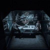 Lähtö/departure, de et par WHS/Kalle Nio, Platform Theatre, Londres. Epure fantasmagorique.