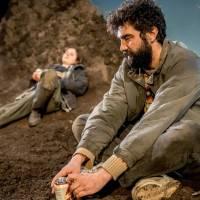 Gundog, écrit par Simon Longman, mise en scène Vicky Featherstone, Royal Court Theatre, Londres. L'éclat de la boue : chronique d'une mort annoncée.