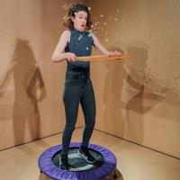 Lands, de Anter, Des puzzles, deux actrices et un trampoline au Bush theatre à Londres.